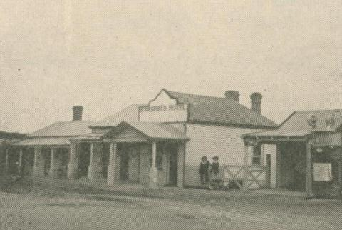 Sarsfield Hotel, 1947-48