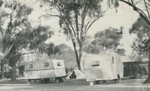 Holiday Homes, Victoria Park, Echuca, 1950
