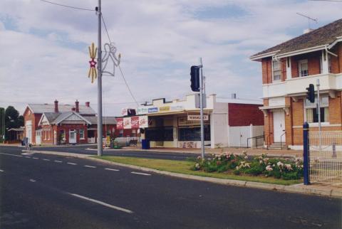 Post Office, shops, former State Bank, Stratford, 1998
