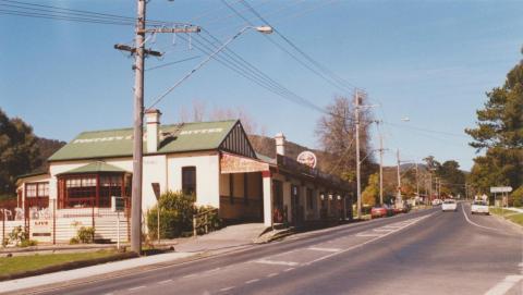 Sam Knotts formerly Warburton Hotel, Wesburn, 2002