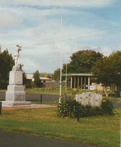Yinnar War Memorial, 2003