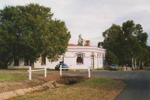 Break O'Day Hotel, Corindhap, 2004