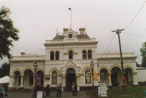 Clunes borough hall and court house, 2010