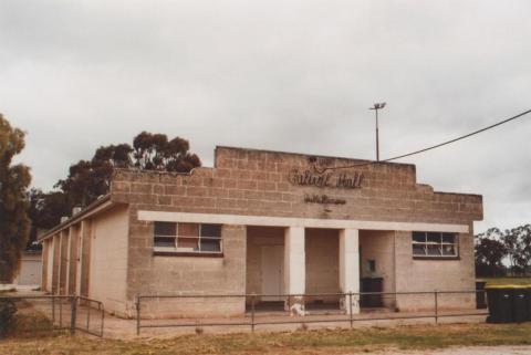 Hall, Calivil, 2010