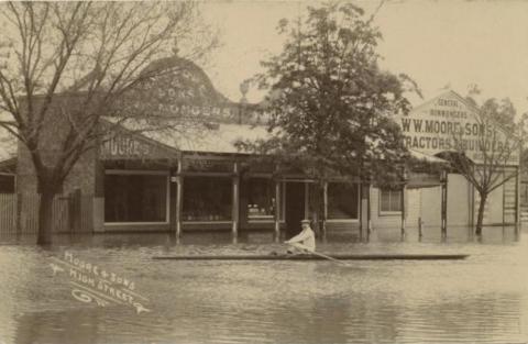 Moore & Sons, High Street, Echuca, 1909