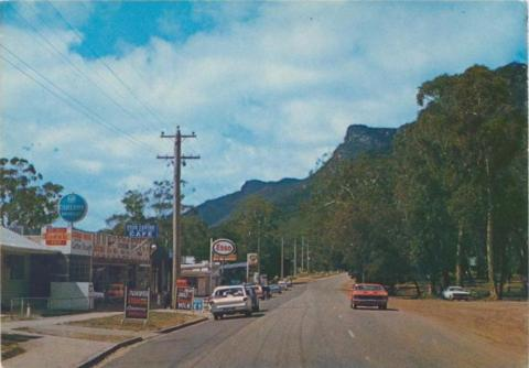 Main street and shopping centre of Halls Gap