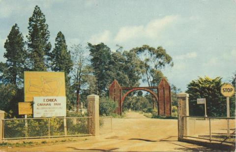 Entrance to the Victoria Park Reserve and camping ground, Echuca