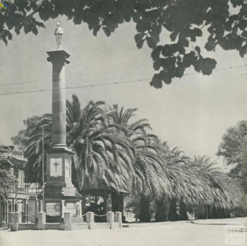 War Memorial, High Street, Echuca, 1950
