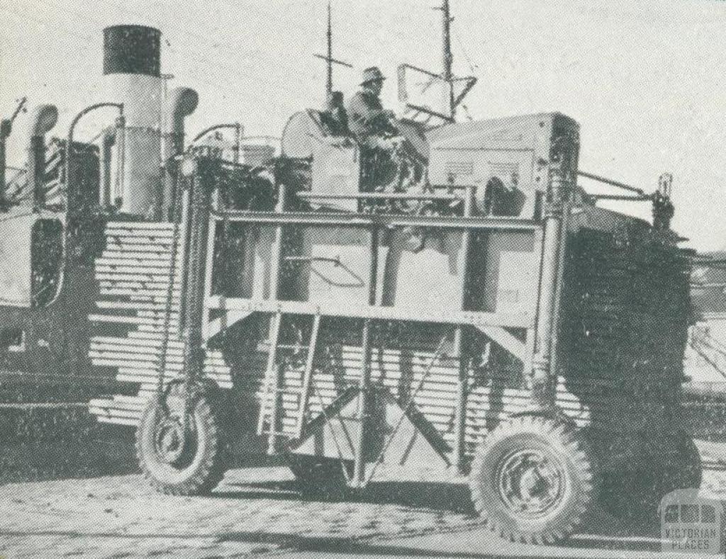 Timber handling equipment, Port of Melbourne, 1947