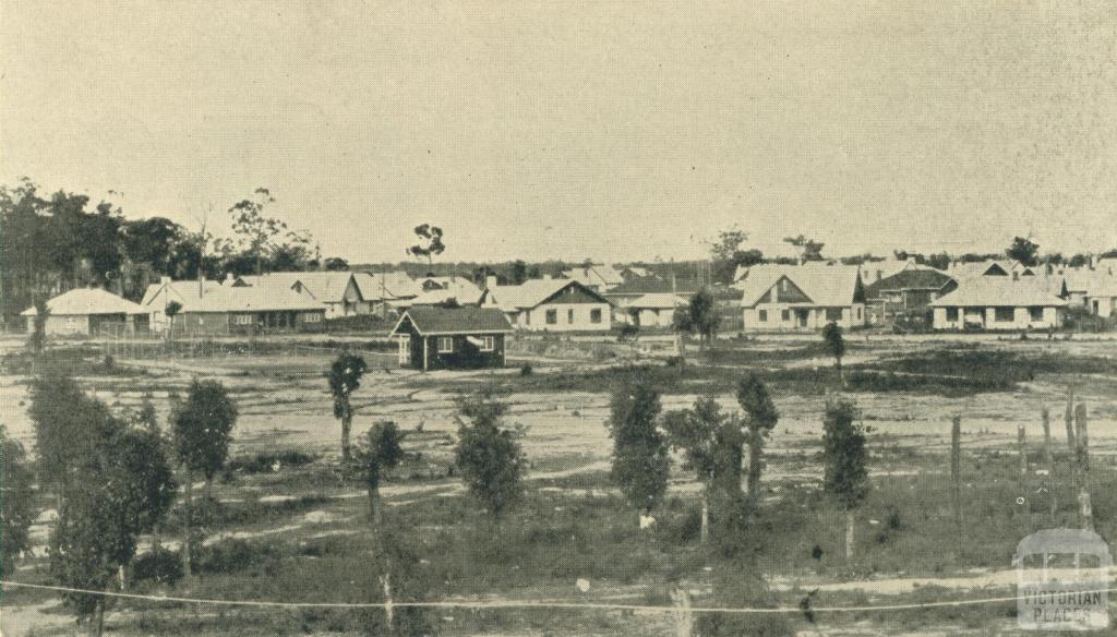 Looking towards Green Street from Broadway, in the 1920s, Yallourn