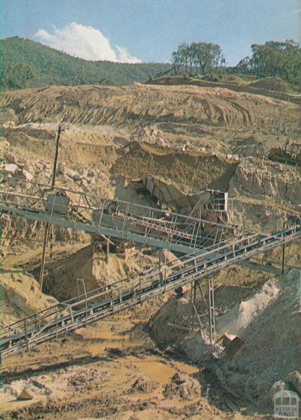 Open-cut tin mining operations, Walwa, 1970