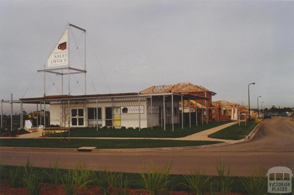 Cairnlea, 2000