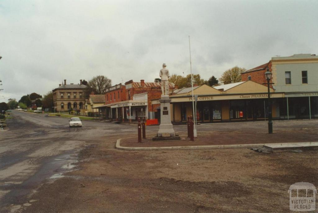 Clunes Post Office and War Memorial, 2000