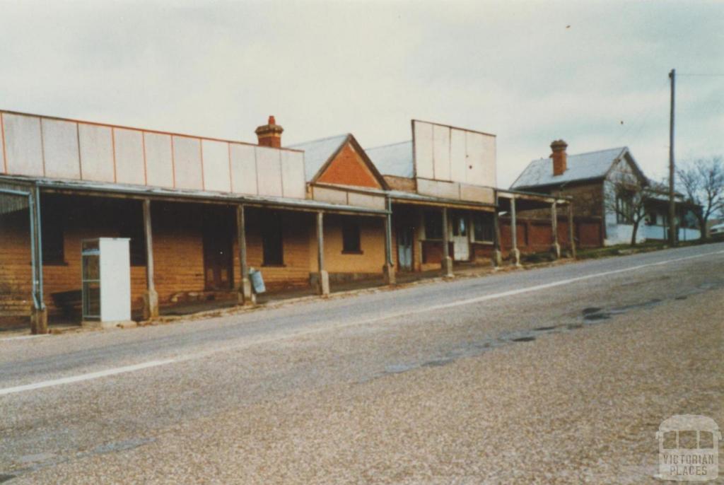 Newtown, Beechworth, before shops refurbished