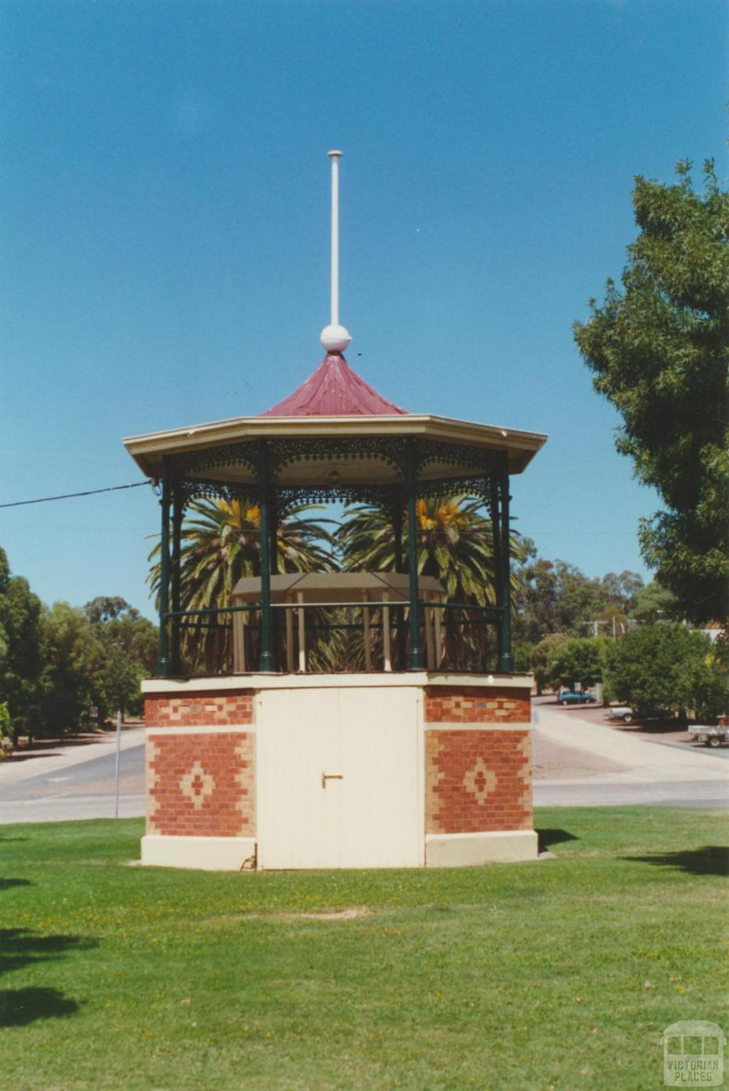 Rushworth, 2001