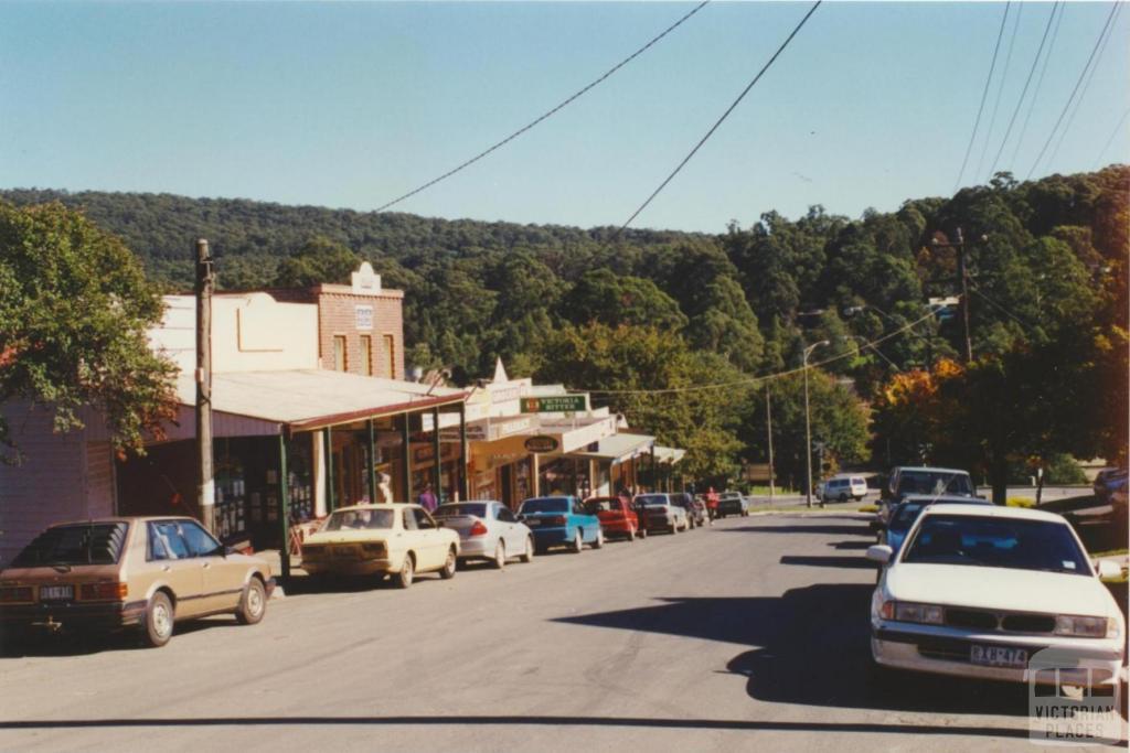 Cockatoo main street, 2001
