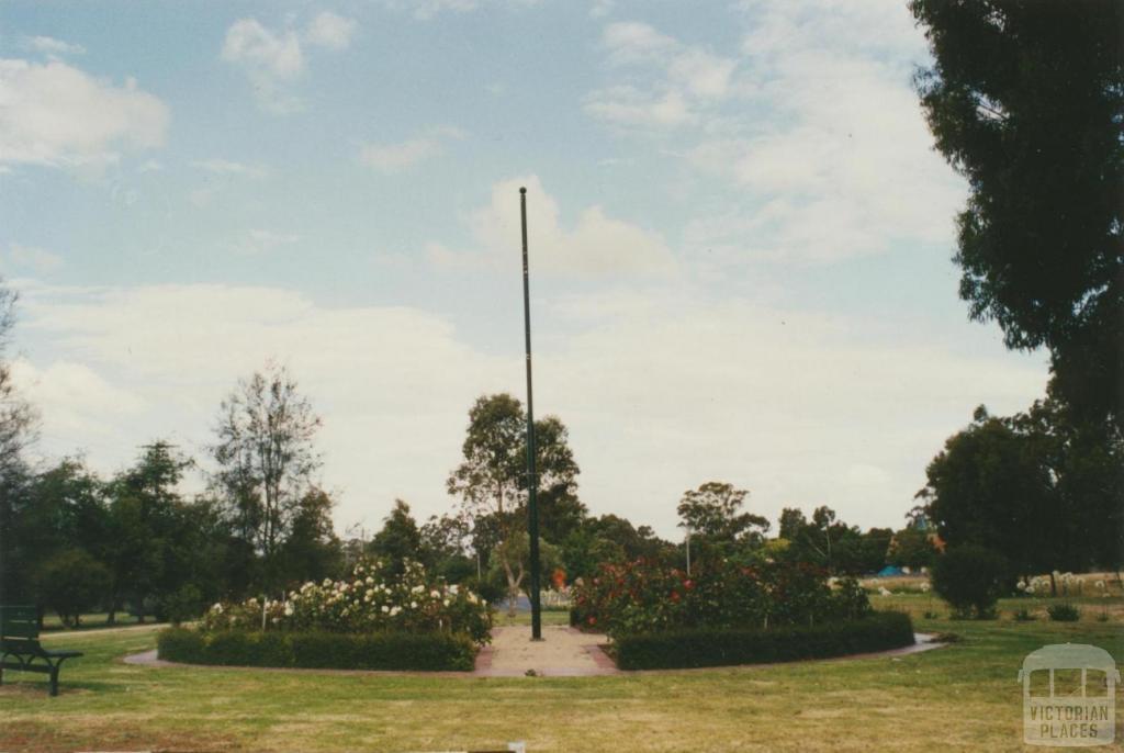 Toongabbie Gardens, 2002