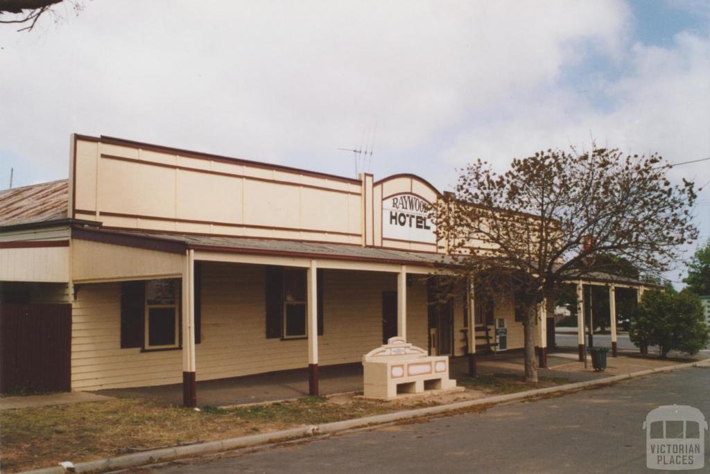 Raywood Hotel, 2007