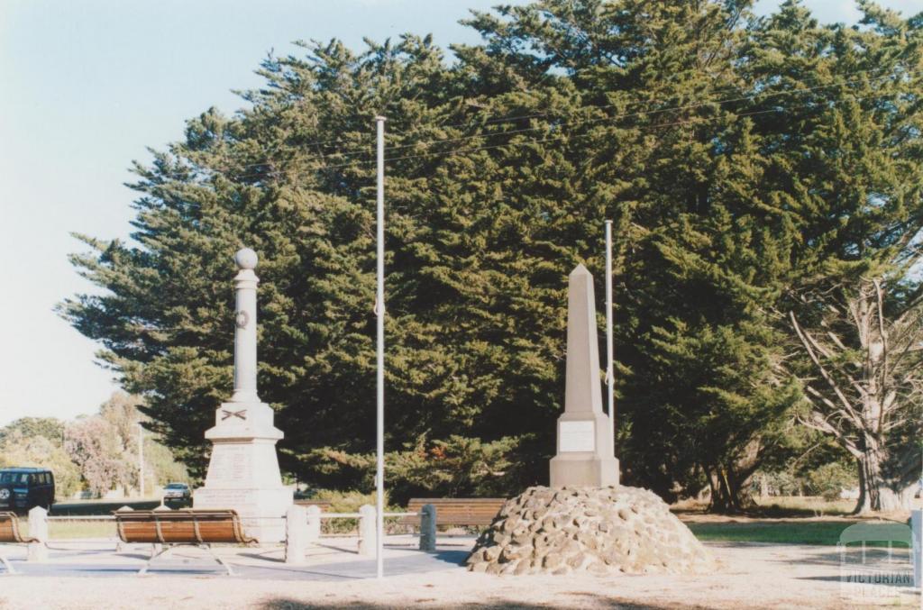 Inverleigh memorials