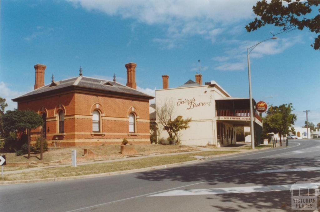 Former customs house (1886) and Old Empire Hotel, Wahgunyah, 2010